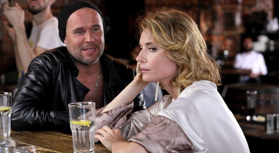 Любовь Толкалина наблюдает запьяными, а Стас Костюшкин спасает жену отсуицида