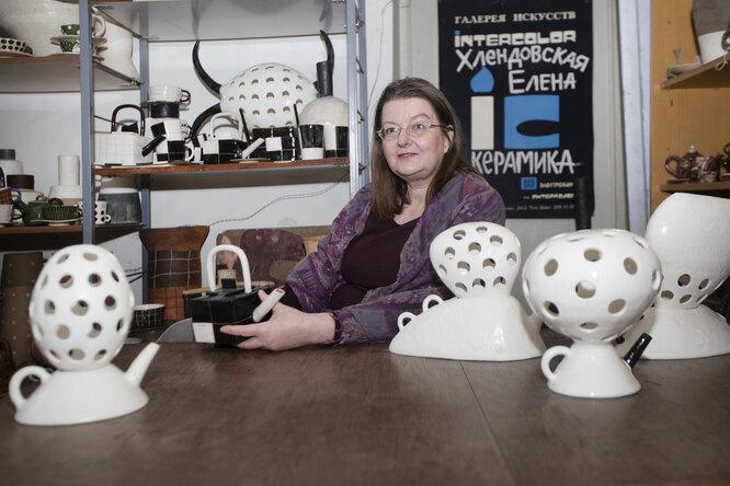 Елена Хлендовска со своими работами