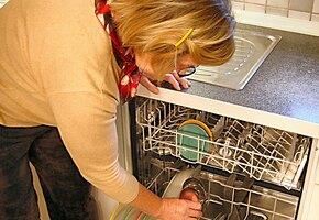 Женщине потребовалась грязная посуда, чтобы справиться с депрессией