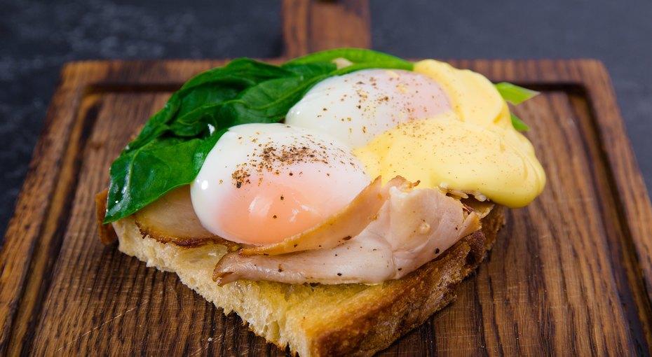 Просто, как яичница? Несколько мастерских способов подать яйцо назавтрак