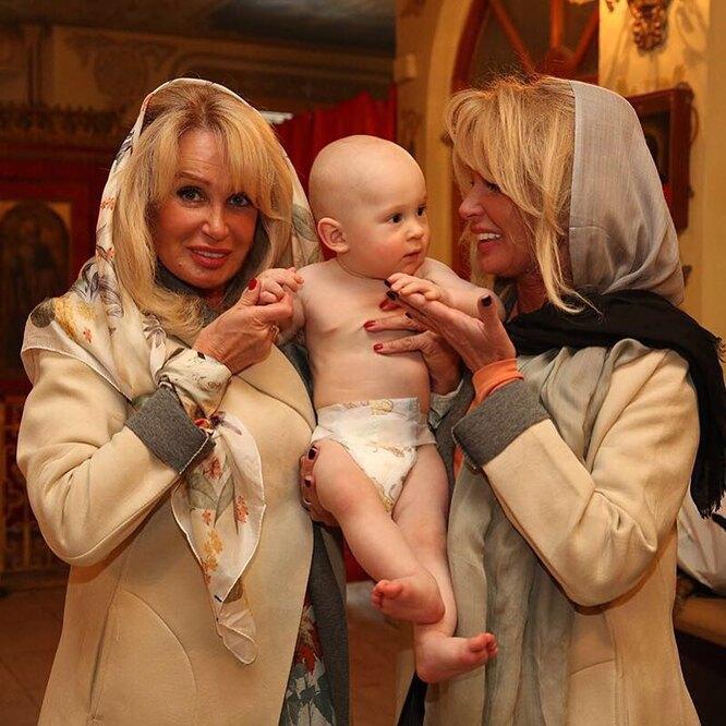 Татьяна и Елена Зайцевы с внуком – сыном Алексея, Максимом