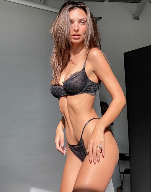 Эмили Ратаковски (@emrata)