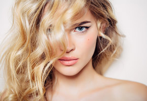 Стилист рассказал о необычных, но эффективных средствах для ухода за волосами