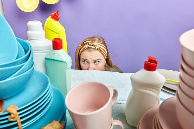 «Больше ни ногой»: свекровь насвадьбе заставила гостей мыть посуду