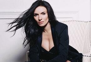 «Невероятно красивая и дико сексуальная»: Надежда Мейхер-Грановская выложила честное селфи