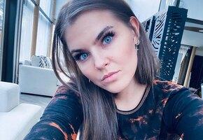 «Другой человек»: Соня Таюрская из Little Big показала фото без линз