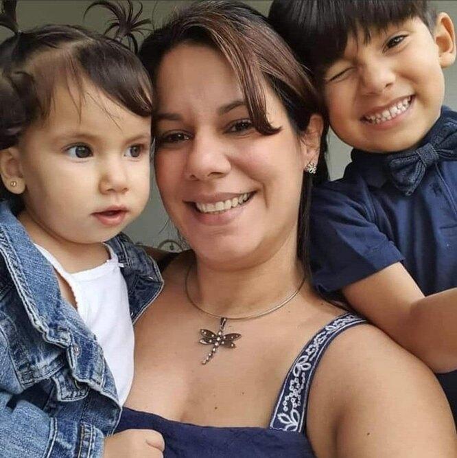 Мариэли Чакон с детьми