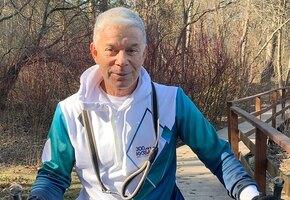 «Письма получали пачками»: Олег Газманов показал расписанный в «Артеке» галстук