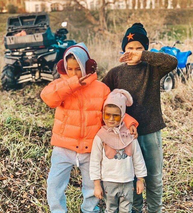 Омар, Маруся и Теона