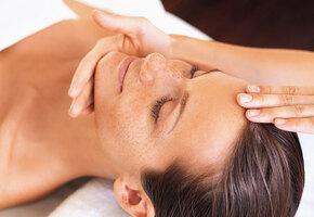 5 неочевидных проблем, которые решает массаж лица
