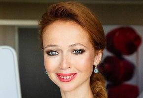 Елена Захарова восхитила поклонников снимком без макияжа