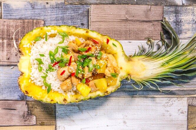 Рецепт остро-сладкой курицы в чаше из ананаса