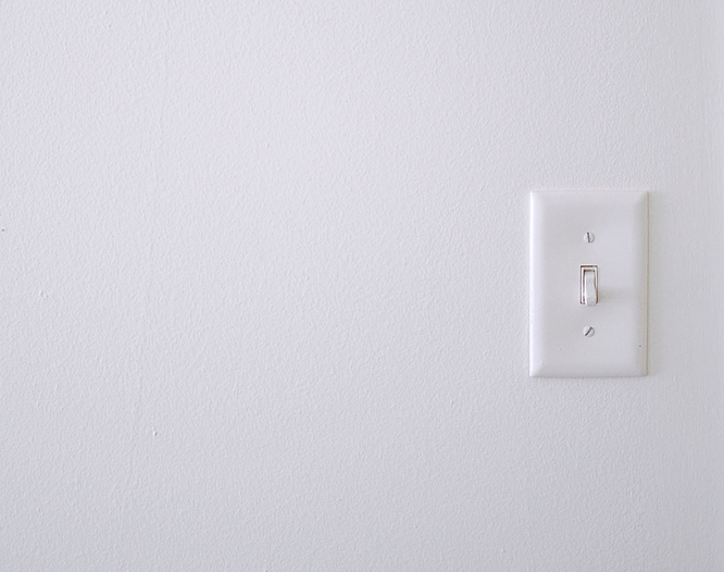 Протирать выключатель