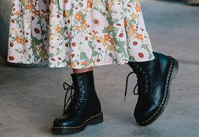Цветные ботильоны, романтичные кроссовки и еще 5 вариантов обуви на весну 2021