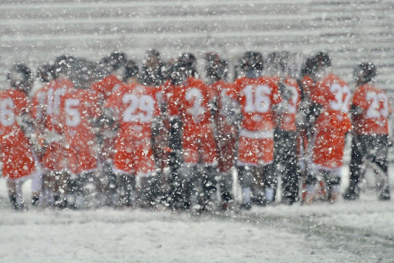 спортсмены, футболисты, команда, снег