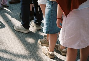 «Главное, чтобы дети радовались»: в Дублине мальчикам разрешили ходить в школу в юбках