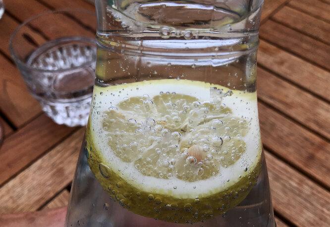 лимон, вода, графин