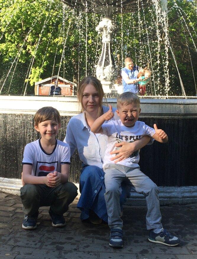 Наталья Макарова с сыновьями