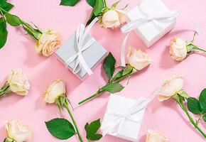 Подругам, коллегам и сестрам: небанальные подарки на 8 Марта