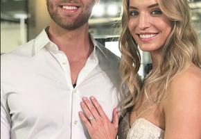Мужчина сделал предложение девушке, уже одетой в свадебное платье