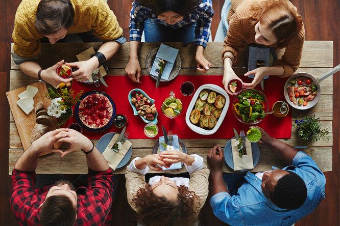 Почему нельзя желать «приятного аппетита» (и ещё 8 заблуждений вэтикете)