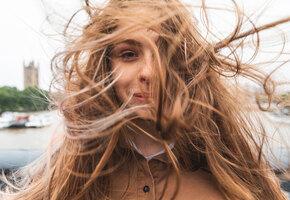 Что делать, когда электризуются волосы: 3 проверенных способа