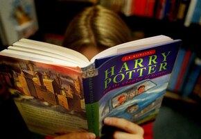 Слепая девочка мечтала прочитать «Гарри Поттера». Семья нашла способ ей помочь