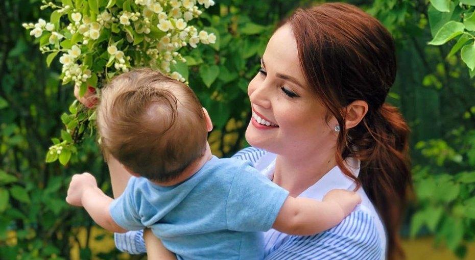 «Александр уже такой взрослый»: Екатерина Вуличенко поделилась семейной фотографией скрещения сына