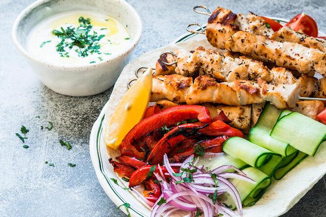 Чем закусить шашлык? 5 рецептов небанальных овощных салатов