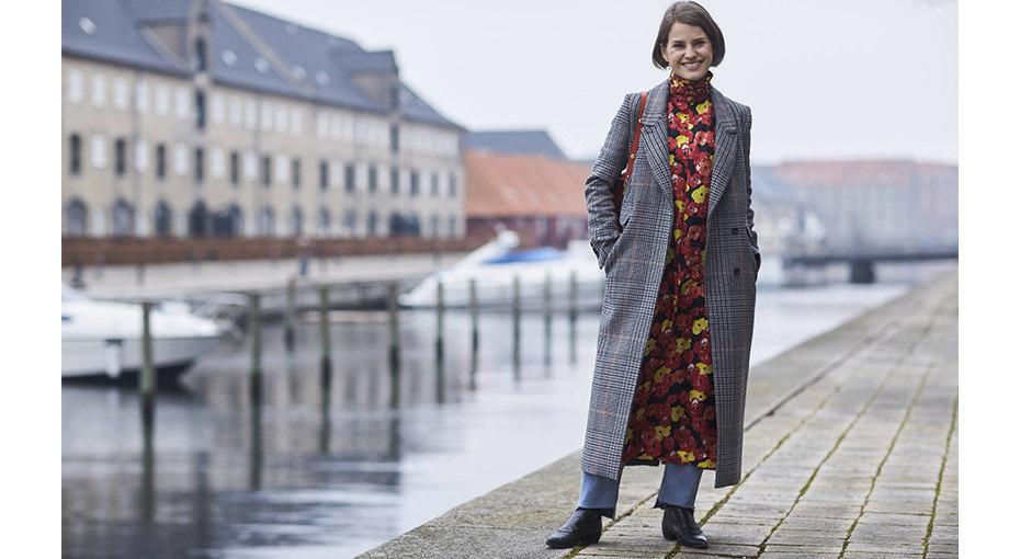 Модные образы: счем носить темное исерое пальто?