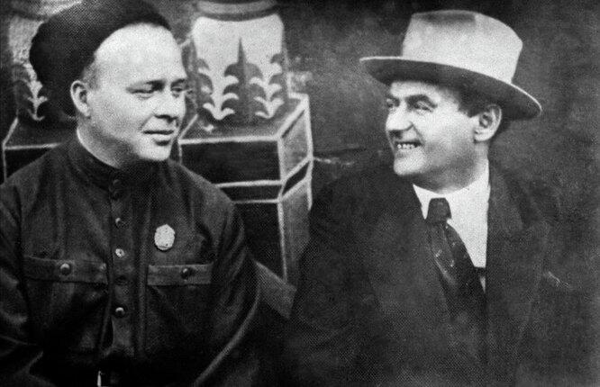 Советские писатели Аркадий Петрович Гайдар и Рувим Исаевич Фраерман