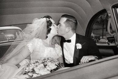 «Через 20 лет брака я взяла фамилию мужа». 3 реальные истории