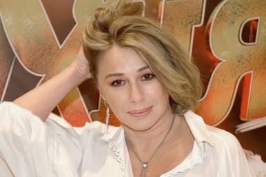 «Вы узнали секрет вечной молодости?» 56-летняя Алена Апина изумила смелым фото