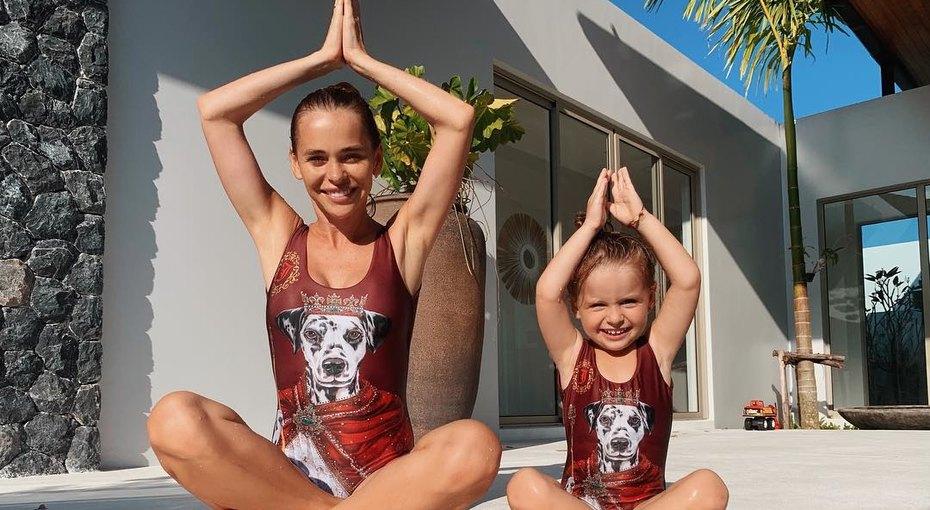 Трехлетняя дочь Анны Хилькевич научилась плавать подводой