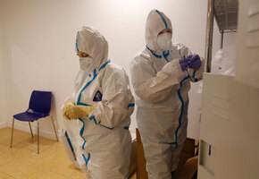 «Покажите мне ваши лица»: погибшая от коронавируса женщина завещала последнюю пенсию персоналу больницы
