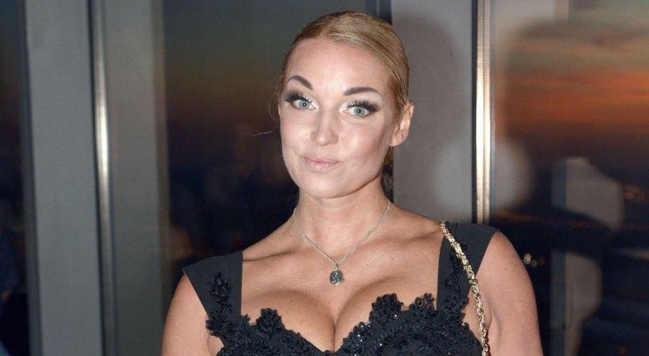 «Больше ненужно худеть»: подписчиков Анастасии Волочковой встревожило ее фото вкупальнике