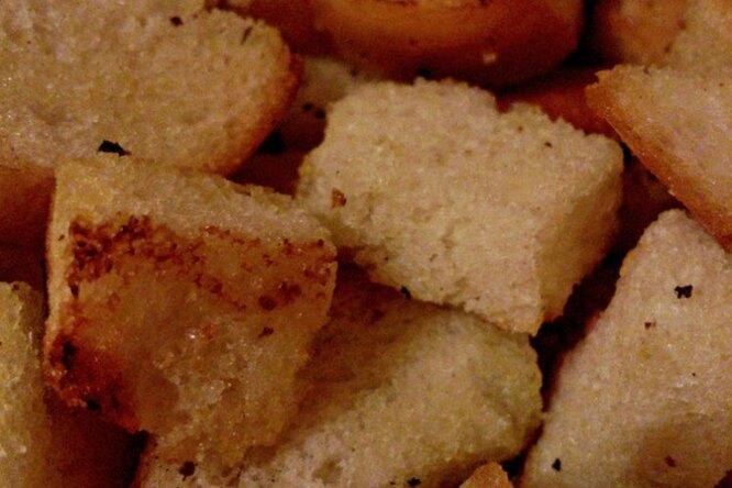 Чесночные сухари с тимьяном и фенхелем