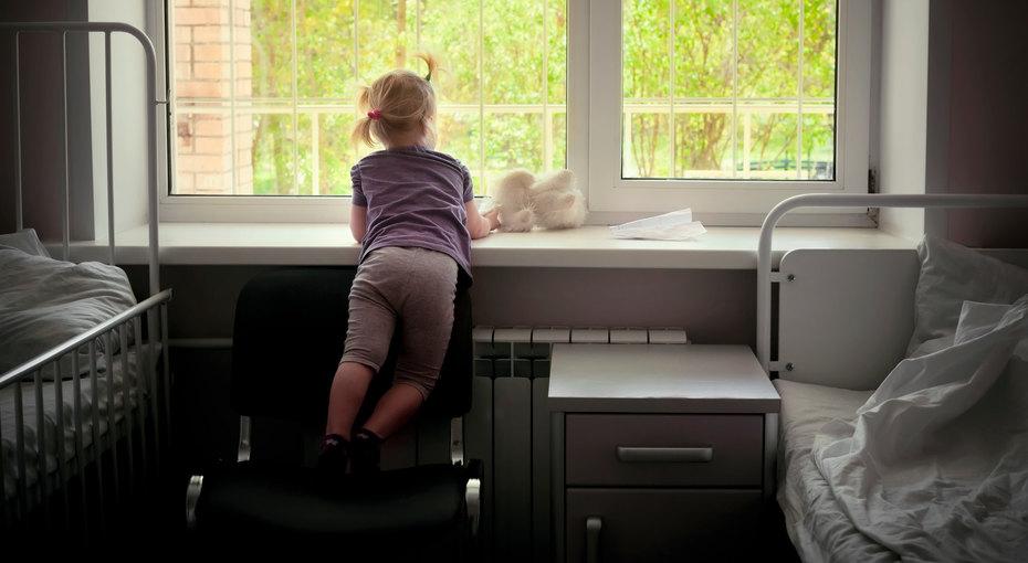 Здоровая девочка пять лет живет вбольнице, родители отказываются забирать ее домой