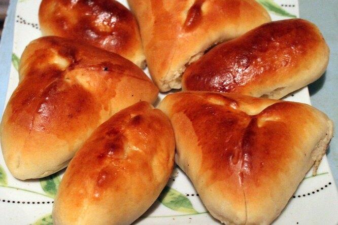 Постные сладкие пироги с курагой и яблоками