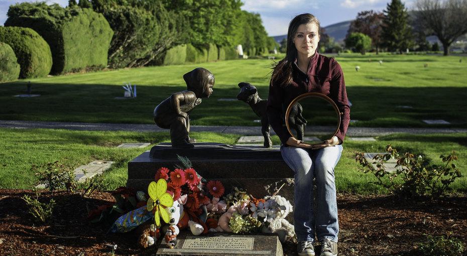 Одно зеркало, одно горе: фотопроект олюдях, переживших потерю ребенка
