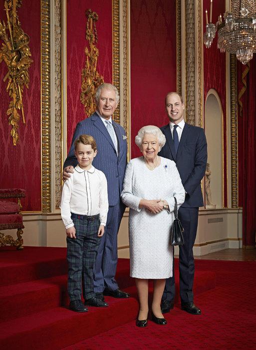 Семейный портрет королевской семьи: принц Чальз, принц Джордж, Елизавета II ипринц Уильям