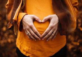 Почти двойня: бесплодная пара наняла суррогатную мать, а жена забеременела сама