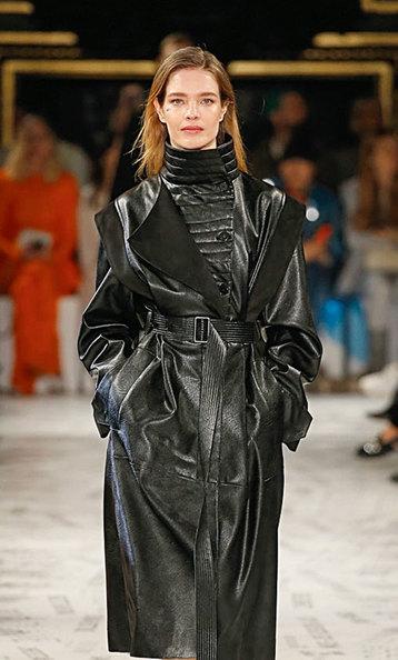 В одном изинтервью Стелла Маккартни говорила, что ее клиентки невидят разницы между натуральной кожей иискусственной, изкоторой она делает сумки. «Это забавно икруто», – сказала она.
