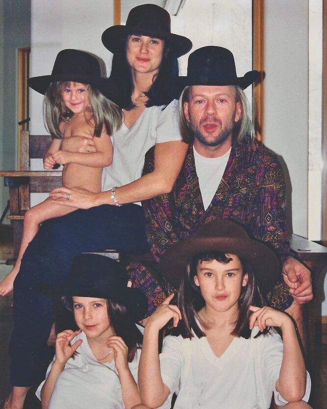 Брюс Уиллис и Деми Мур с дочерьми Румер, Скаут и Талуллой
