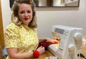 Как Скарлетт О'Хара: женщина шьет ретро-наряды из старых штор