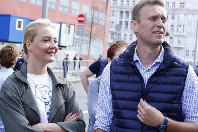 «Алексей ителочки»: Юлия Навальная веселит подписчиков новым снимком мужа