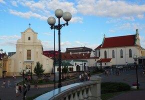 Белоруски выстроились в живую цепь в Минске — они протестуют против жестокости силовиков