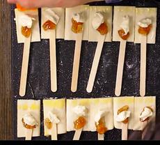 Сырные снэки с джемом