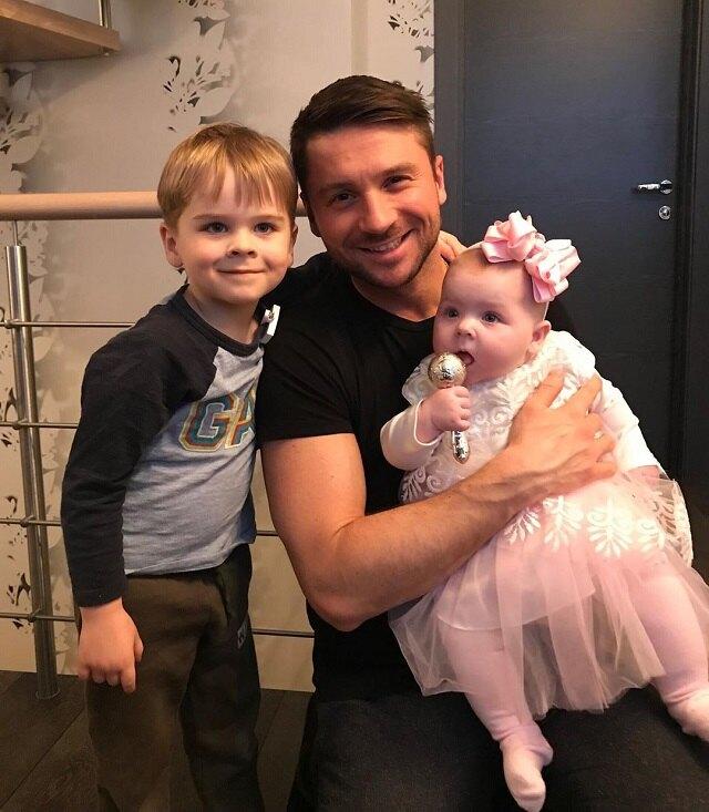 Сергей Лазарев с дочерью Анной и сыном Никитой