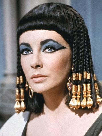 Актриса в роли Нефертити